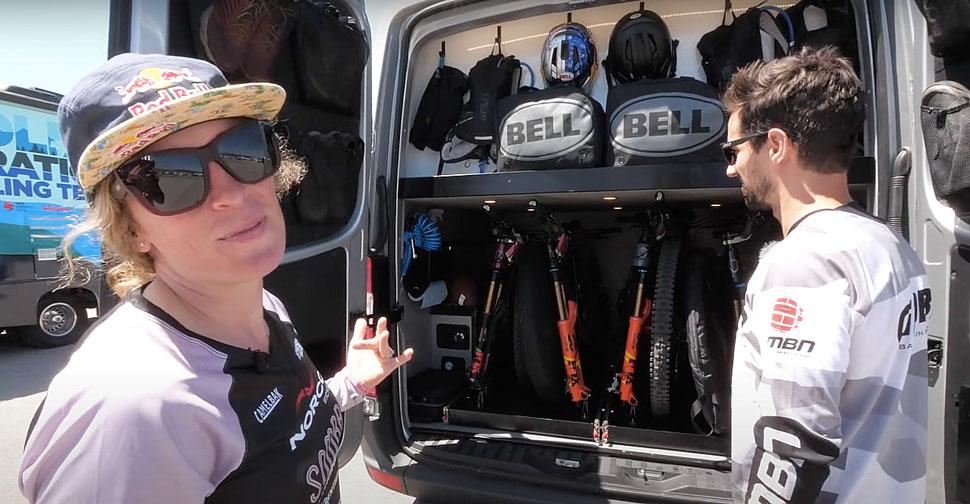 Na štirih kolesih Jill Kintener